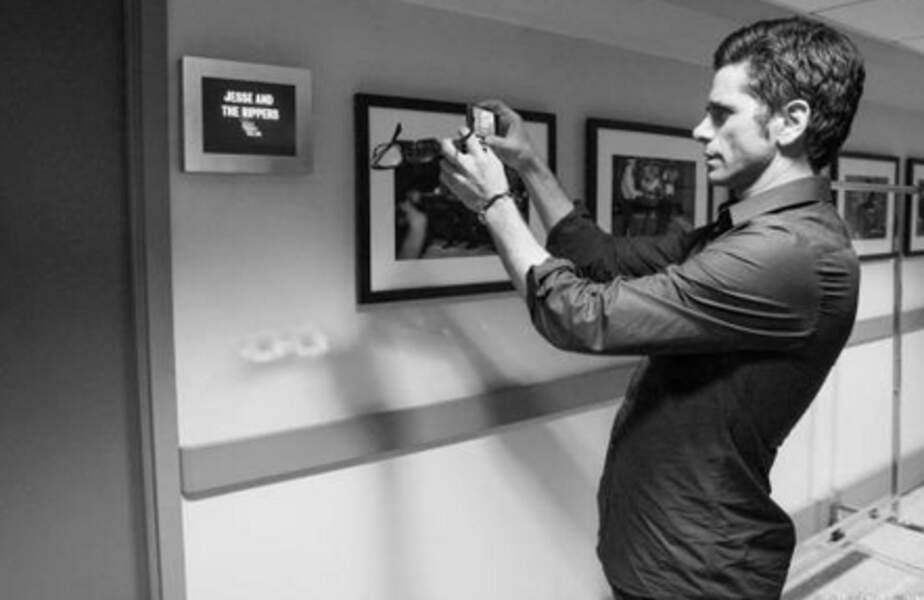 John Stamos a pris des photos pour le compte Instagram du magazine People