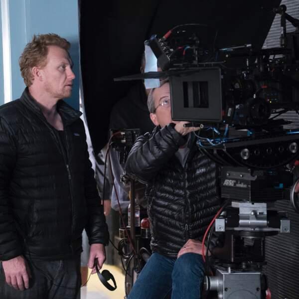 Kevin McKidd a l'air sérieux quand il réalise un épisode de Grey's Anatomy