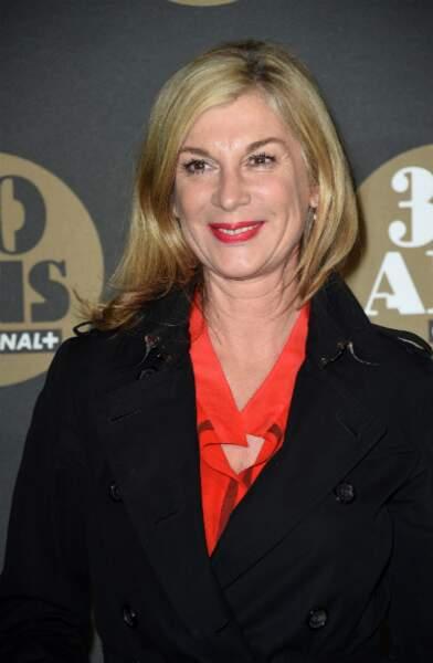 Michèle Laroque en rouge et noir