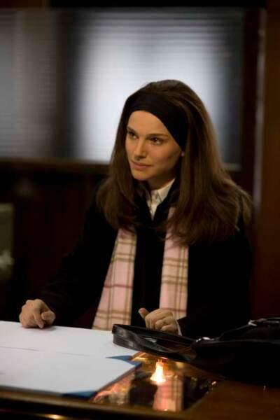 """Elle est plus sérieuse dans """"New York, I Love You"""" de segment Mira Nair (2009)"""