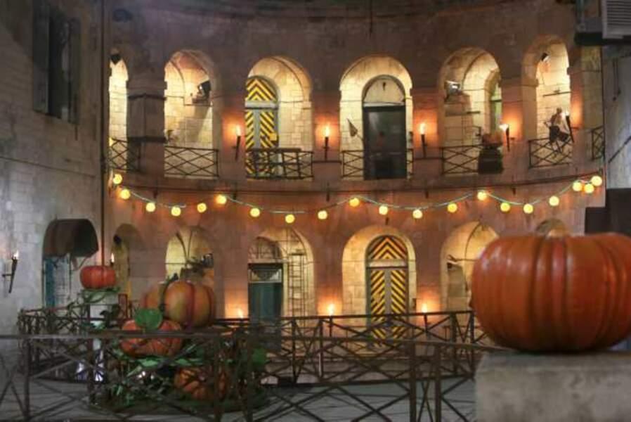 Le Fort Boyard décoré aux couleurs d'Halloween