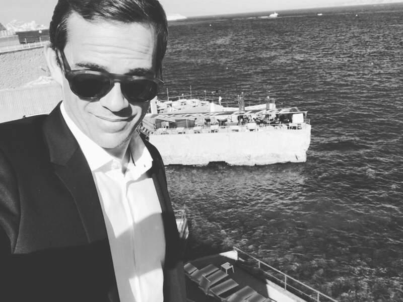 Guillaume Delorme, qui a rejoint Plus Belle… pour interpréter Hadrien Walter, profite de la plage marseillaise