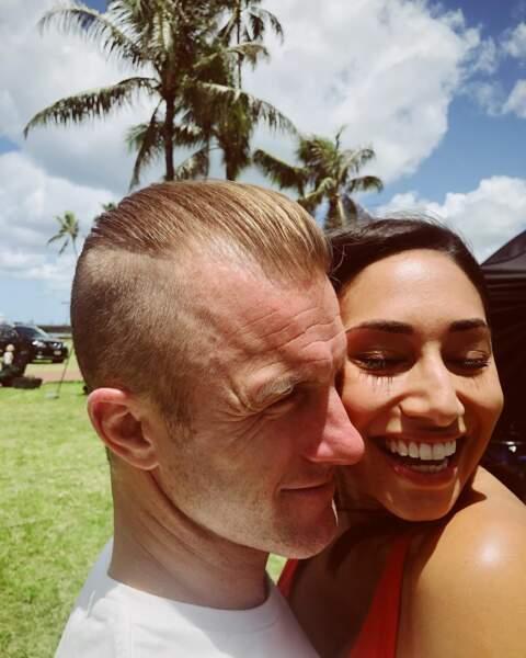 Un moment de tendresse entre Meghan Rath et Scott Caan sur le set de Hawaï 5-O