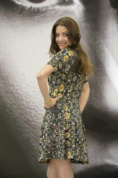 Julie Gonzalo (Dallas), jeune et jolie