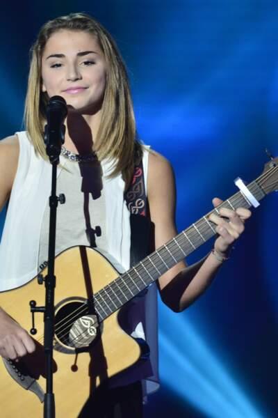 Lorenza, 16 ans et venue avec sa guitare, a charmé Mikaen revisitant Aline, le tube de Christophe