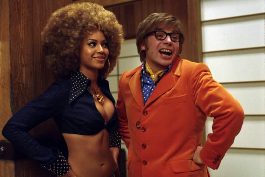 Dans Austin Powers III, elle faisait la blague sur grand écran aux côtés de Mike Myers.