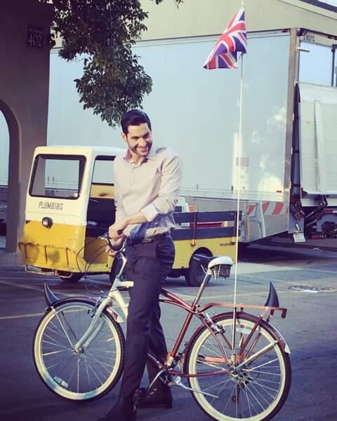 Pour passer d'un plateau à l'autre, Tom Ellis (Lucifer) ne se déplace jamais sans son vélo