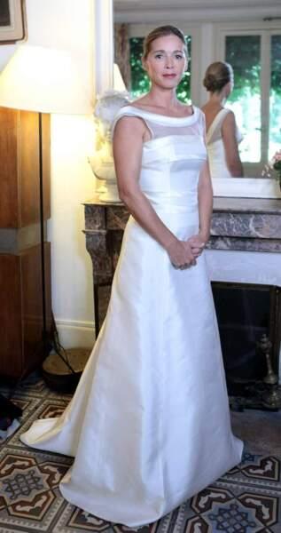 Hélène porte une robe Olivier Portais