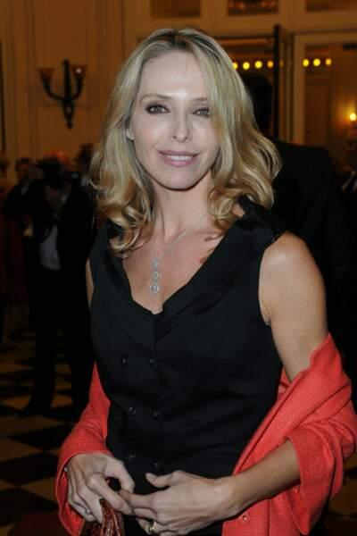 Sobrement vêtue pour un gala de charité à Paris en 2012…