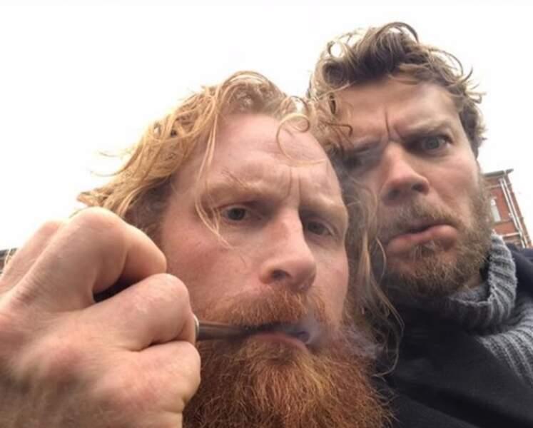 Les comédiens Kristofer Hivju et Pilou Asbaek fument la pipe !