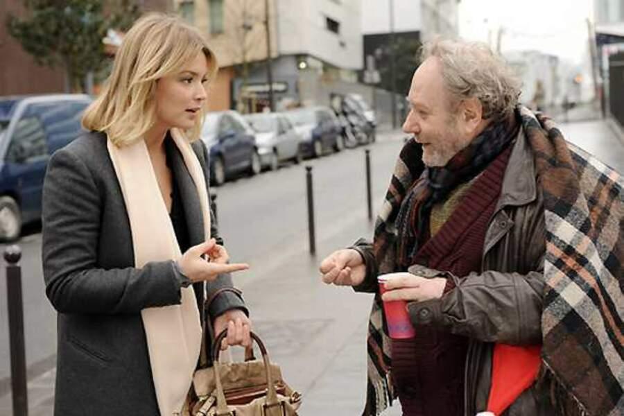 Croiser une jolie blonde, ça n'arrive pas à tous les coins de rue ! Dans le téléfilm À la maison pour Noël (2011)