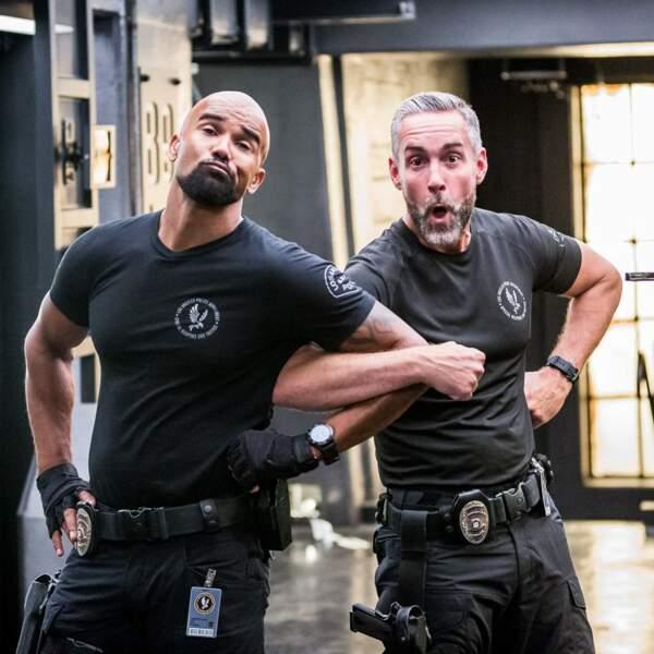 Les deux coéquipiers de SWAT ont l'air de bien s'amuser
