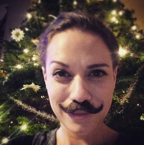 Soirée moustache chez Bethany Joy Lenz