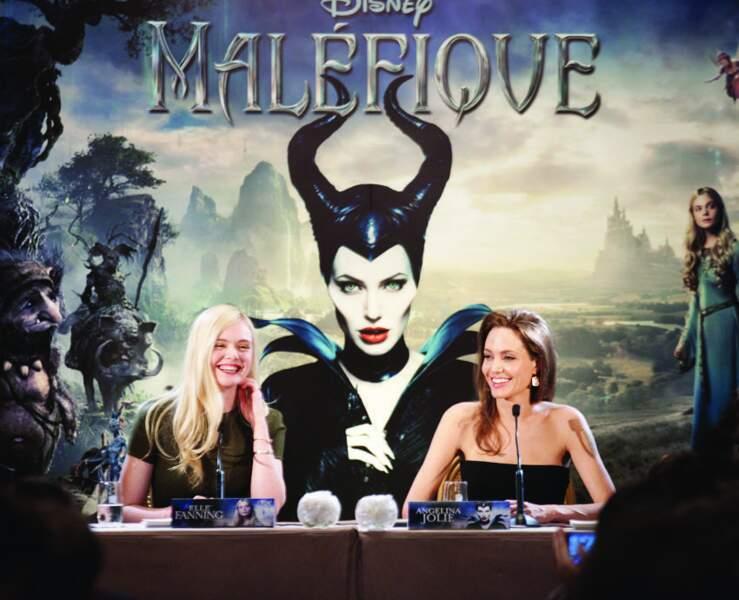 Elle Fanning et Angelina Jolie lors de la conférence de presse du film Maléfique