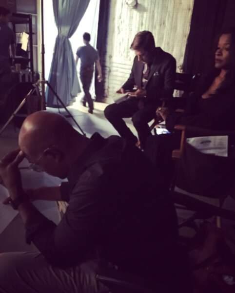 Le tournage de L'Arme fatale n'échappe pas à la règle : entre deux scènes les acteurs sont sur leur téléphone