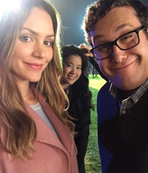 Et pour finir, tournage nocturne pour Katharine McPhee, Jadyn Wong et Ari Stidham, les acteurs de Scorpion
