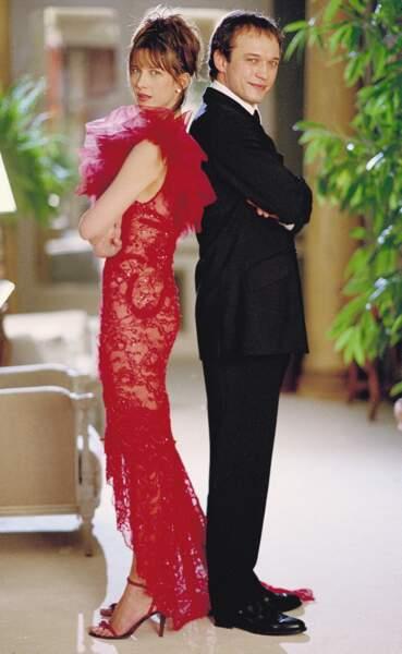 En rouge dans Je reste ! de Diane Kurys (2003)