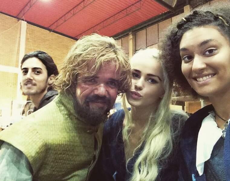 Ohhh ! Darion, Tyrion, Daenerys et Missandeï réunis ! Ah ben non, ce sont leurs doublures...