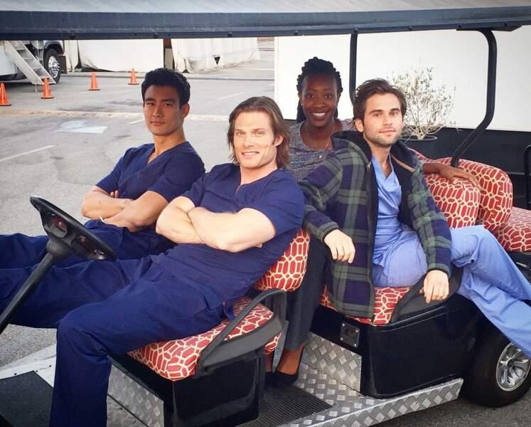 Tel un gang, les médecins de Grey's Anatomy savent prendre la pose peu importe les situations