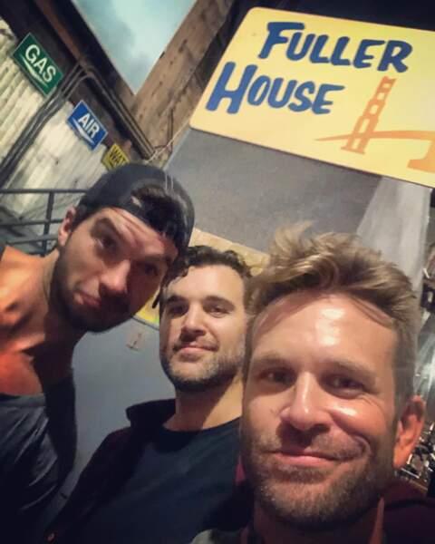 Selfie souvenir pour John Brotherton de la série La fête à la maison
