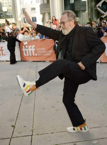 Jeremiah Chechik, réalisateur de The Right Kind of Wrong, fier de ses baskets