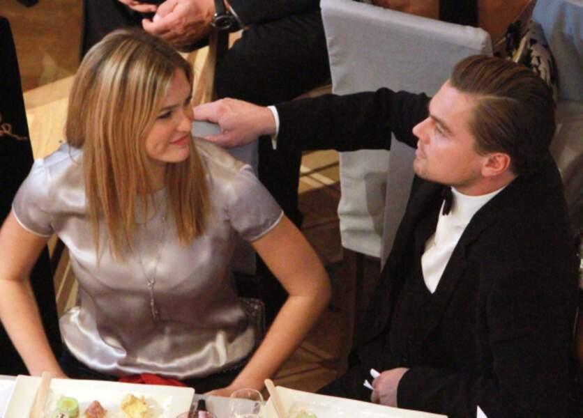 En 2010, Leonardo partage un moment d'intimité avec Bar...