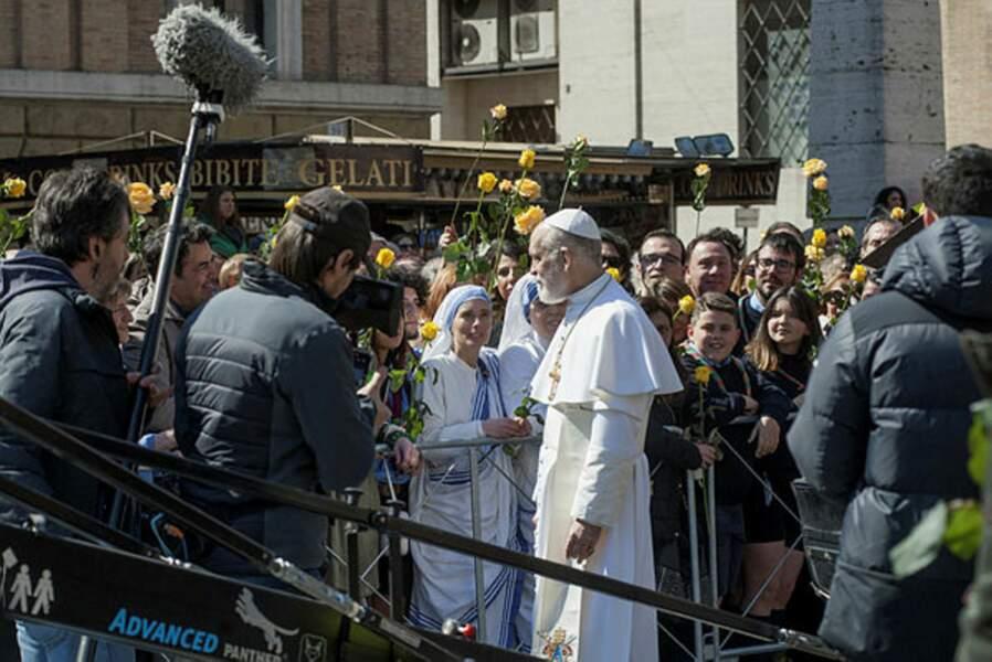 John Malkovich a l'étoffe d'un Pape sur le tournage de The New Pope, la saison 2 de The Young Pope.
