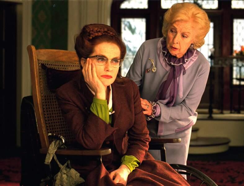 Isabelle Huppert et Danièle Darrieux dans 8 Femmes (2002)