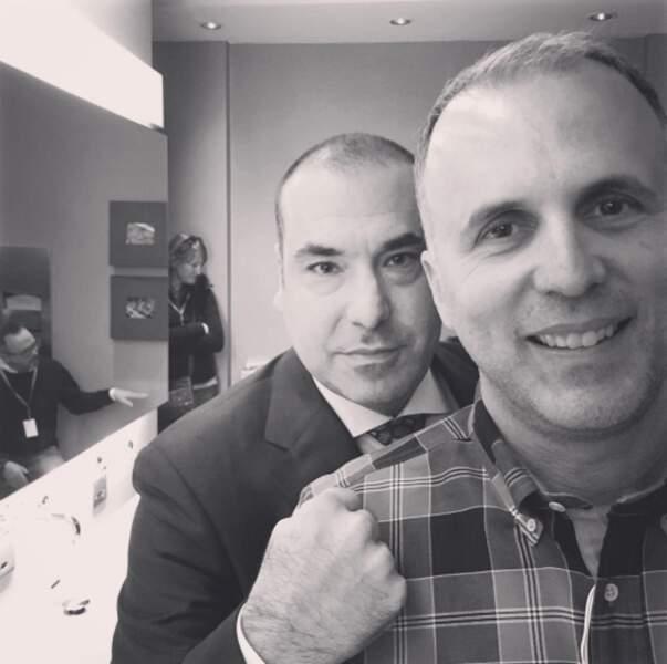 Rick Hoffman, alias Louis Litt l'avocat de Suits, et Michael Smith, l'un des réalisateurs de la série
