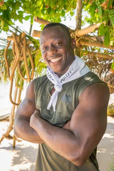 Steve a 33 ans et est entrepreneur textile