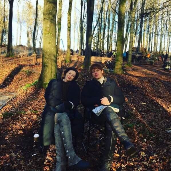 Quoi de mieux qu'une petite pause au soleil durant le tournage d'Outlander ?