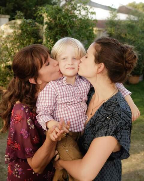Valentin Boissier entouré de sa mère et sa grand-mère
