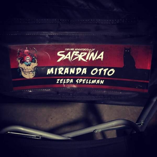 Une chaise personnalisée sur le plateau des Nouvelles aventures de Sabrina pour Miranda Otto (alias Zelda)