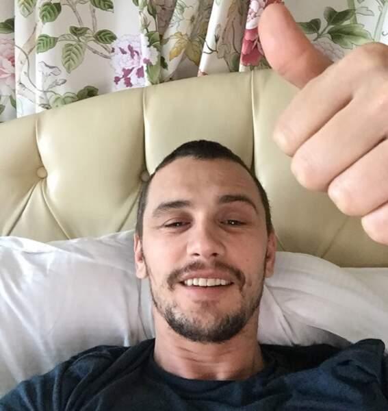 James Franco fait un selfie au lit pour dire au revoir à 2014