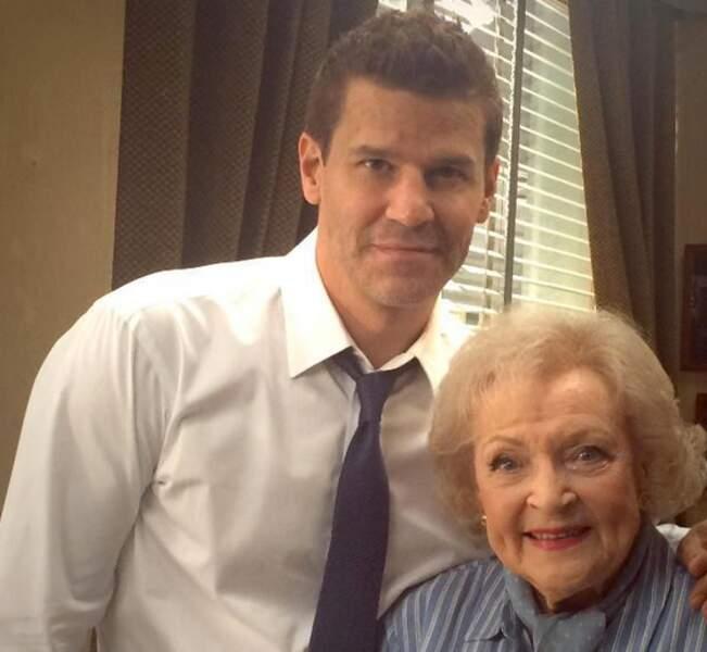 Betty White rend visite à Bones