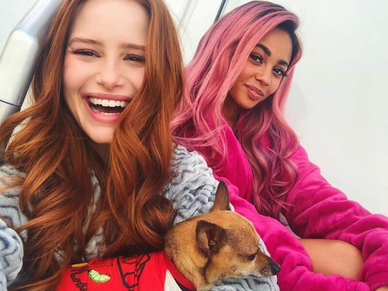 Madelaine Petsch et Vanessa Morgan, alias Cheryl et Toni dans Riverdale, sont au diapason