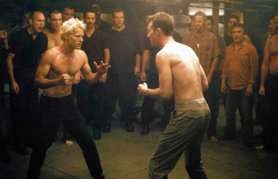 Jared Leto, décoloré, se fait sérieusement refaire le portrait dans des bagarres avec Brad Pitt ou Edward Norton