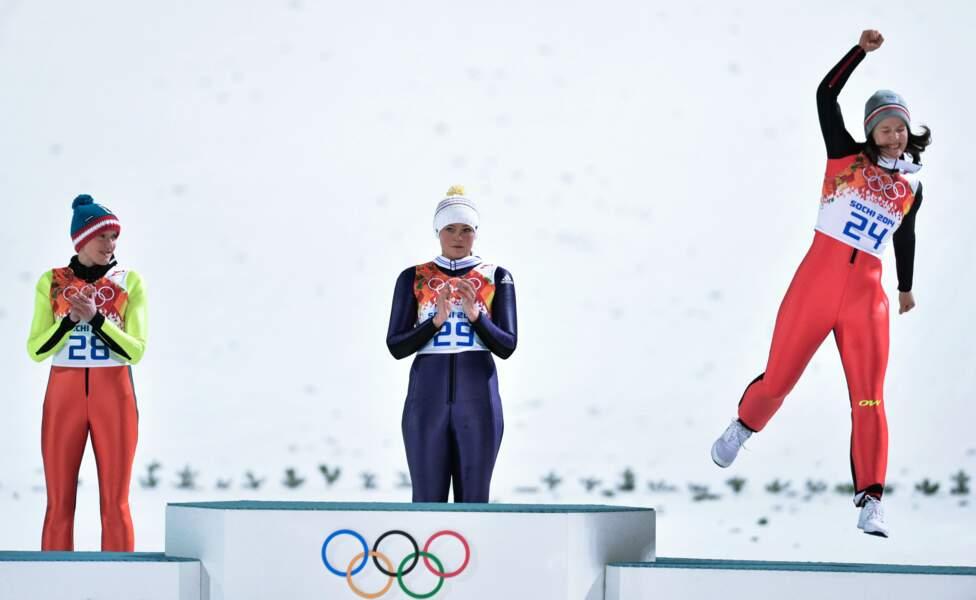Coline Mattel partage le podium avec Carina Vogt et Daniela Iraschko