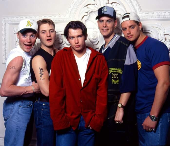 Stephen Gately (au centre), du groupe Boyzone, est mort le 10 octobre 2009 d'un oedème pulmonaire. Il avait 33 ans.
