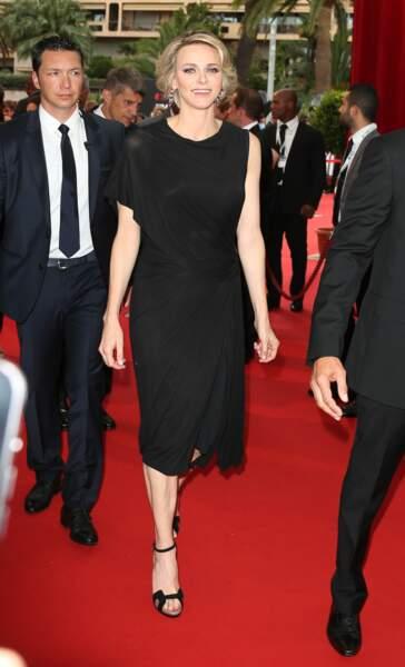 La princesse Charlène de Monaco sur le parvis du Grimaldi Forum