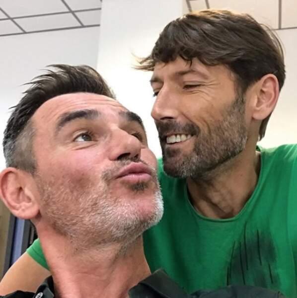 Petit selfie d'amour entre Patrick Nebout et Thomas Marci pendant le tournage de PBLV