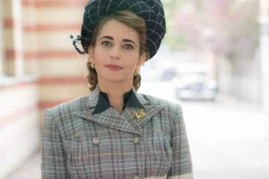 Emmanuelle Bach : Jeannine Chassagne, la femme du maire