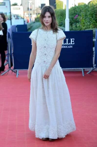 Astrid Berges Frisbey a changé de robe pour la cérémonie de clôture