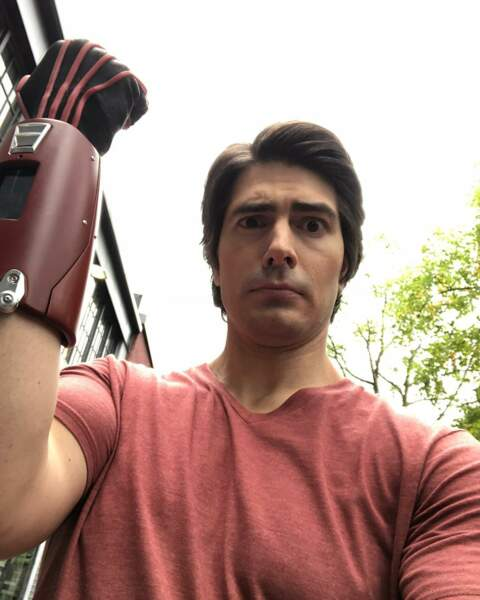 Sur Legends of tomorrow, Brandon Routh n'a qu'à enfiler un gant pour se sentir plus fort