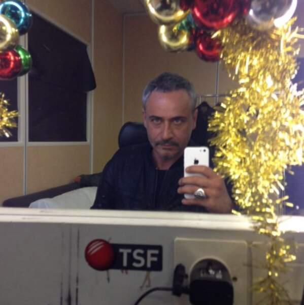 Jean-Michel Tinivelli fait profiter ses fans de ses photos de tournage