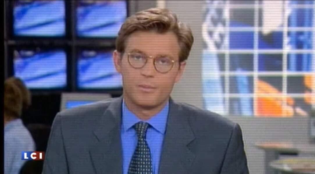 Laurent Delahousse portait déjà des lunettes sur LCI.