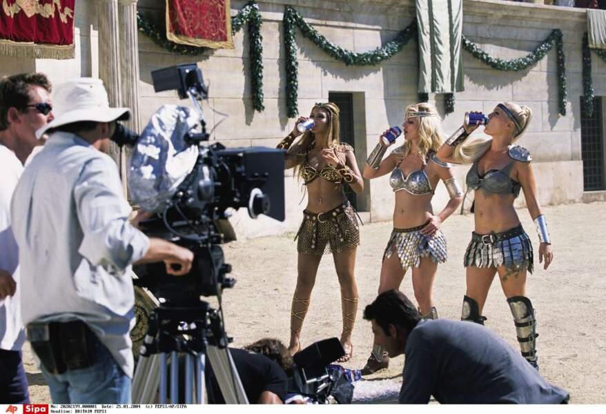 Comme une sensation de gorge sèche : Beyoncé, Britney Spears et Pink en gladiatrices pour une boisson gazeuse.