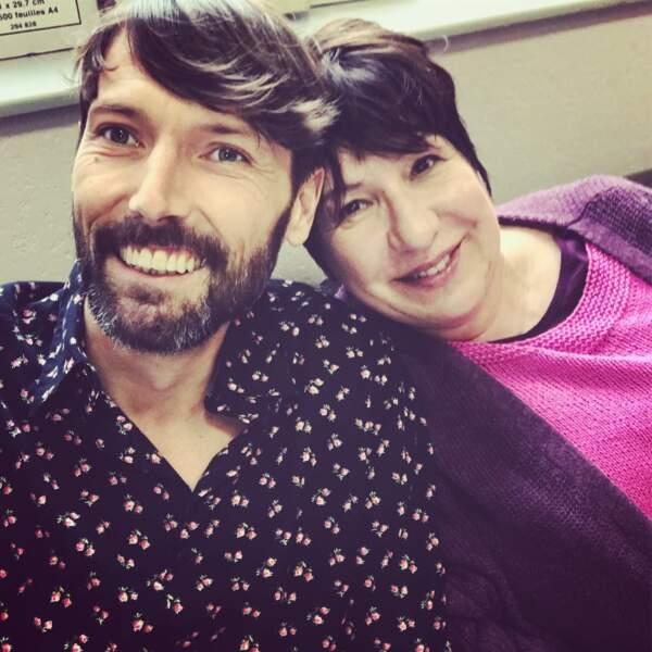 Thomas Marci (Laurent Karusoré) profite du Mistral avec Annie Gregorio sur Plus belle la vie...
