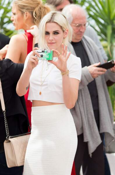 """""""Et moi aussi je sais user de mon flash..."""" Un appareil photo jetable Kristen, vraiment ?"""