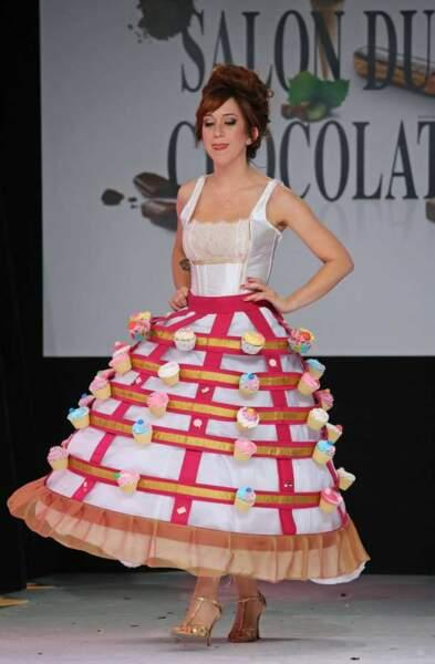 L'illustratrice Penelope Bagieu a joué l'originalité dans une appétissante robe cup-cakes
